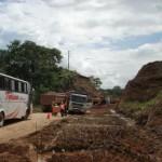 Autoridades, pobladores y empresa constructora negocian reclamos de la comunidad