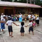 Niños especiales de Tingo María rindieron homenaje a las mamás de esta ciudad
