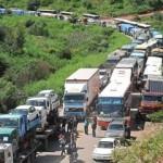 Trabajadores de minera Doe Run continúan bloqueando carretera central en La Oroya
