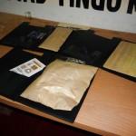 Decomisan clorhidrato de cocaína acondicionada como láminas en tapas de folderes