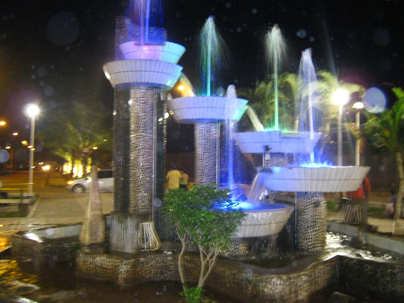 Municipio de leoncio prado mejora ornato de la ciudad con for Decoracion de parques con piletas
