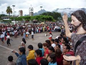 Desde el alba la población se volcó a las calles