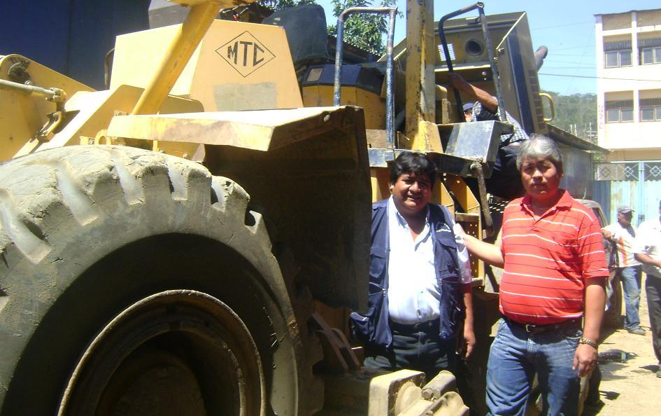 Autoridades y pobladores de San Francisco, en el VRAE, impiden salida de tractor hacia Ayacucho