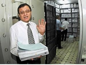 Martes 23. En la bóveda de la Fiscalía Contra el Crimen Organizado, El Fiscal Jorge Chávez Cotrina