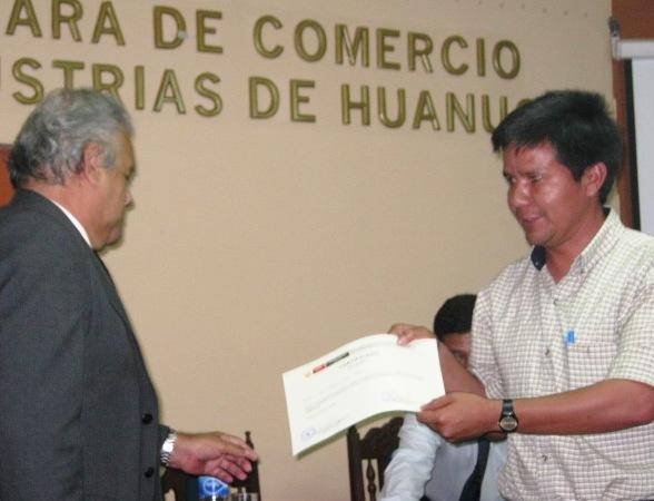 Docentes de hu nuco participaron en taller del programa for Docente comercio exterior
