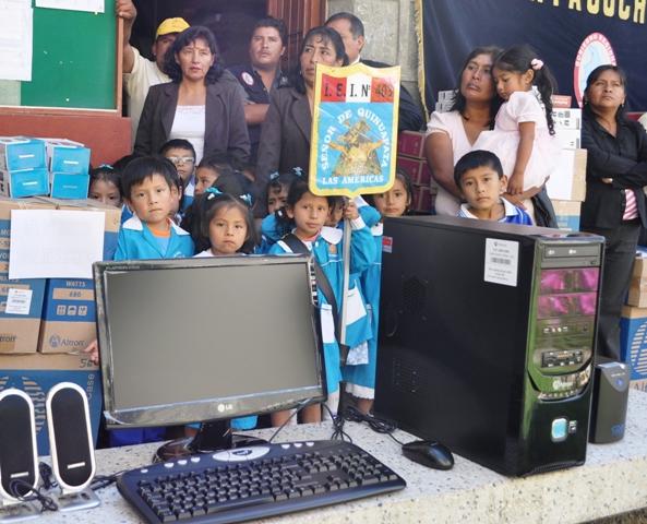 Gobierno Regional de Ayacucho entrega 77 computadoras a escolares de zonas rurales de Huamanga