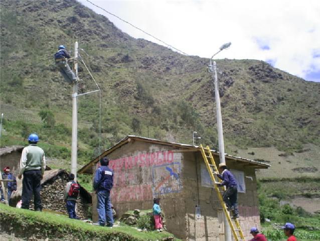 Concluyó ejecución de obras de electrificación rural para Ayacucho y Cusco