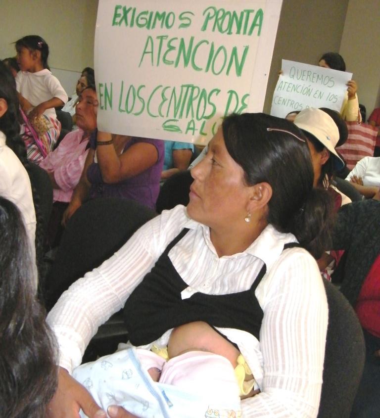 Madres exigen fin de huelga y apertura de Hospital Regional de Ayacucho