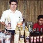 Jóvenes productores ofertan velas aromáticas de café en San Martín