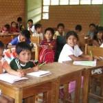 Padres de familia llegan a Lima para exigir mas profesores para el VRAE