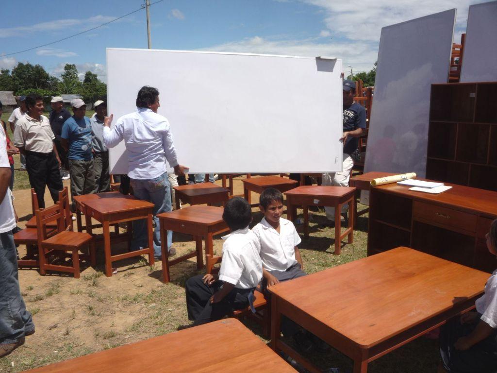Escolares de Paraíso recibieron moderno mobiliario