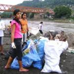 Estudiantes limpian orillas del río Apurímac en San Francisco y Kimbiri