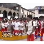 Colegio de Ayacucho protesta por no ser considerado Emblematico (video)