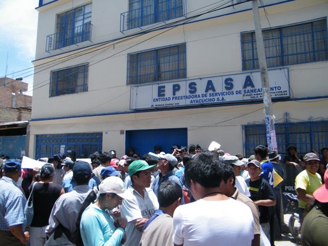 Pobladores de la periferia de Ayacucho reclaman agua y desagüe