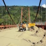 Realizan mantenimiento a Puente Tocache tras 25 años
