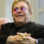 Legendario cantante de rock Elton John confesó que las drogas casi lo matan