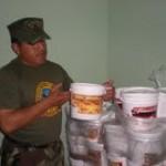 Policía antidrogas incauta baldes conteniendo 224 kilos de ácido clorhídrico