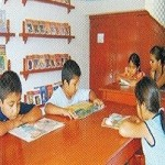 Entregan libros de comunicación y matemáticas a escolares de Tambopata