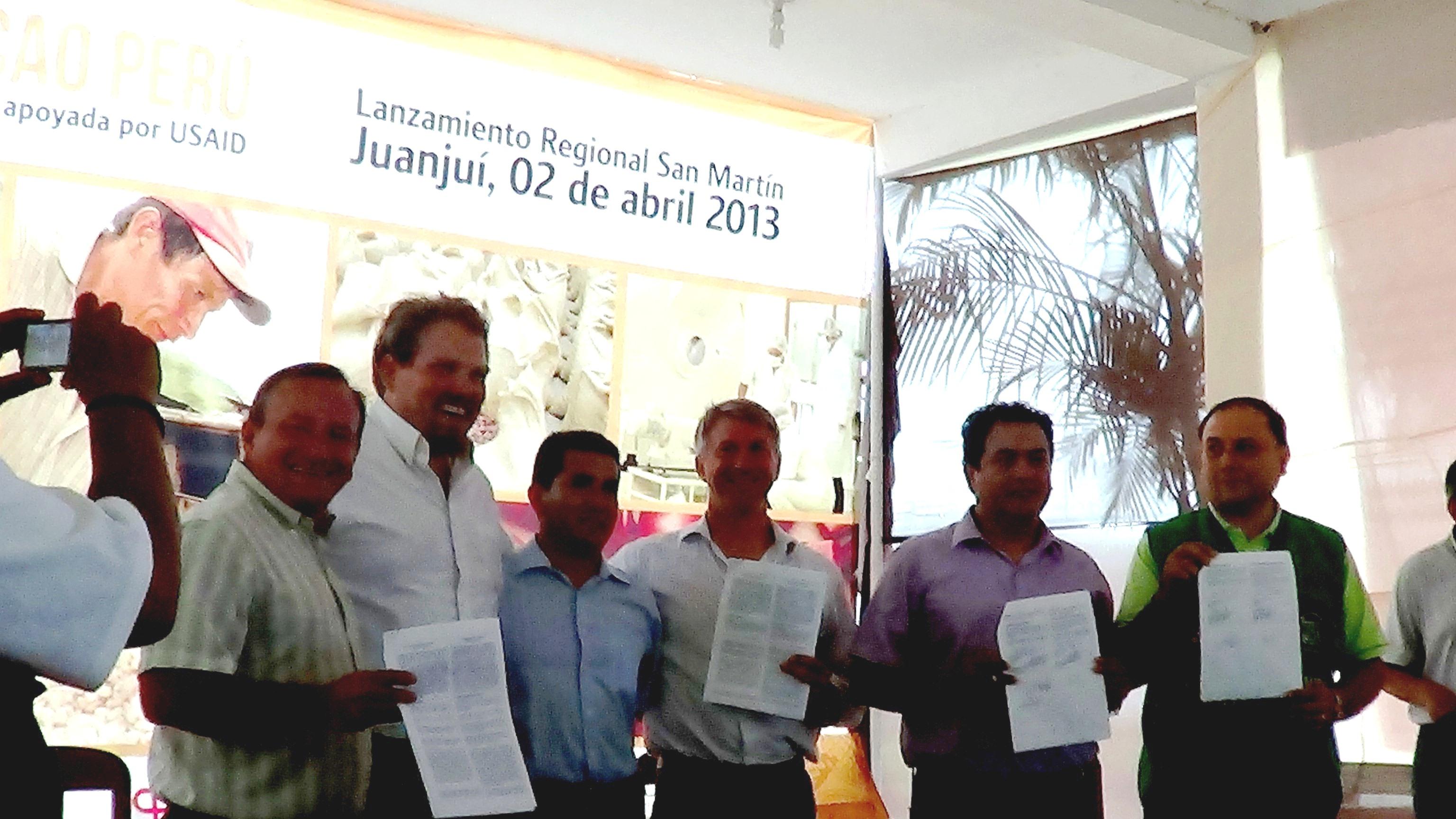 Gobierno regional suscribe convenio con alianza cacao per for Importancia economica ecologica y ambiental de los viveros forestales