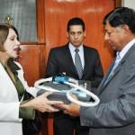 Donan equipos para tratamiento de cáncer de cuello uterino a mujeres ayacuchanas