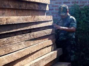 Policía decomisa 1,200 pies tablares de madera en Satipo