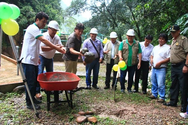 35e501ed9f Colocan primera piedra para infraestructura turística del Velo de la ...