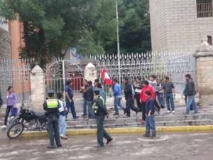 Partidarios de Donayre trataron de agredir a periodistas en Ayacucho