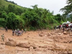 Caída de huayco afecta viviendas y carretera hacia Pichanaki y Satipo