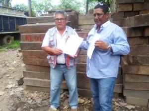 Ucayali: Entregan 330 piezas de madera para construcción de puente en La Restinga