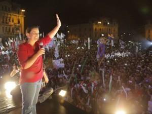 Verónika Mendoza culminó su campaña y prometió aumentar el sueldo mínimo a mil soles