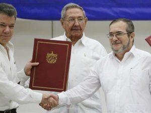 Colombia y las FARC firman acuerdo de alto al fuego