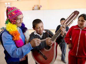 Ayacucho: Escolares divulgarán valores de adultos mayores