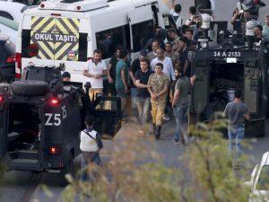 Turquía: Miles de detenidos tras fallido intento golpista