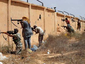 Francia admite que tiene comandos actuando en Libia