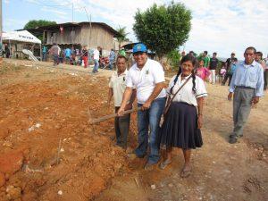 Ucayali: Construyen piso de cemento pulido en colegio del caserío Mariela
