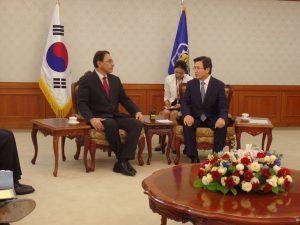 Martín Vizcarra se reunió con ministro de Corea en Seúl