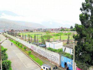Paucarbamba: Garatizan presupuesto para reinicio y culminación de complejo deportivo