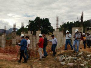 Realizan inspección previa a reinicio de construcción de complejo de Paucarbamba
