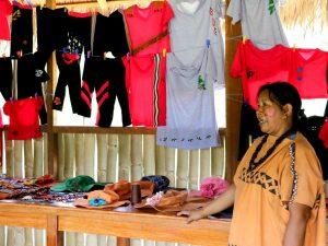 Satipo: Mujeres asháninkas capacitadas en elaboración de indumentarias