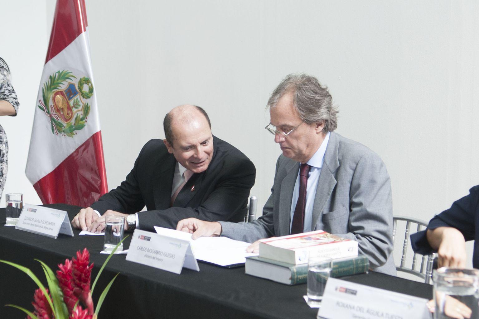 Mininter inaugur sala de la nacionalidad peruana en sede for Nombre del ministro de interior