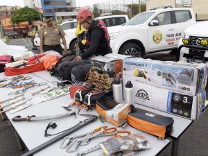 Entregan equipos a policía de alta montaña para proteger a viajeros