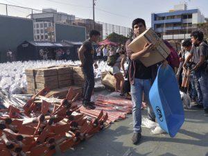Unos 300 universitarios llevaron ayuda a víctimas de huaicos