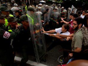 Venezuela: Inician protestas tras el 'Madurazo'