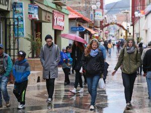 Puno: Lluvias de mediana intensidad con descargas eléctricas en Sandia