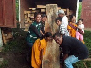 Satipo: Entregan madera para comedor escolar de comunidad asháninka