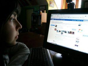 Aseguran que redes sociales facilitan compra y consumo de drogas