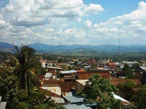 San Martín: Policía ayuda a pobladores afectados por vientos fuertes en Tarapoto