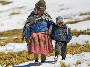 Ayacucho: Dan 18 toneladas de ayuda para afectados por heladas y friaje