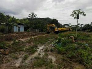 Culminan limpieza de viviendas y descolmatación de quebrada en Kimbiri