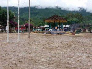 San Martín: Helicópteros y personal militar va a zona afectada por inundación